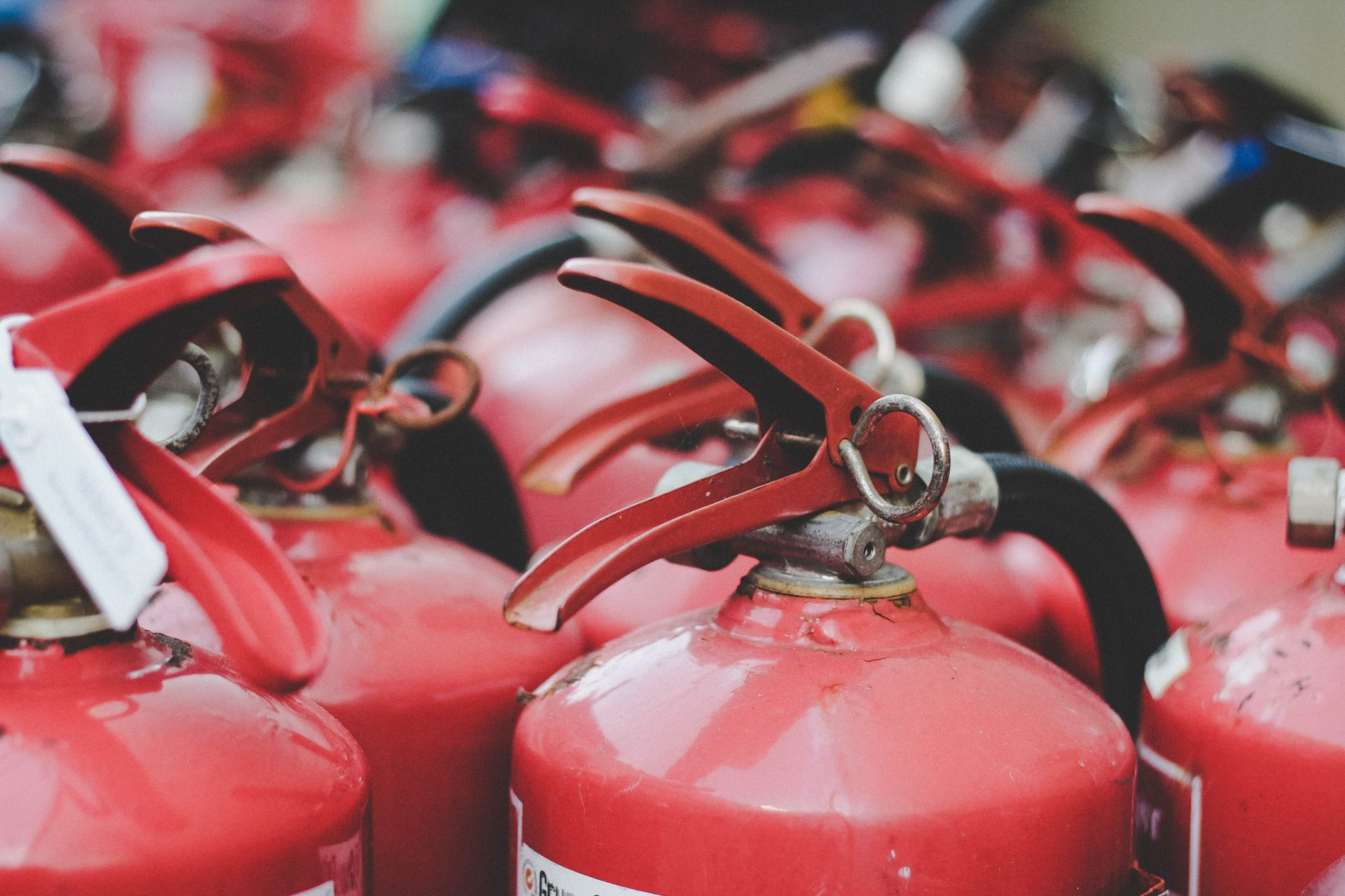 sicurezza antincendio sgsa PHOS fornisce consulenze, servizi, personale e formazione in tutti gli aspetti del D.M. 19/03/2015 in merito all'adeguamento antincendio.